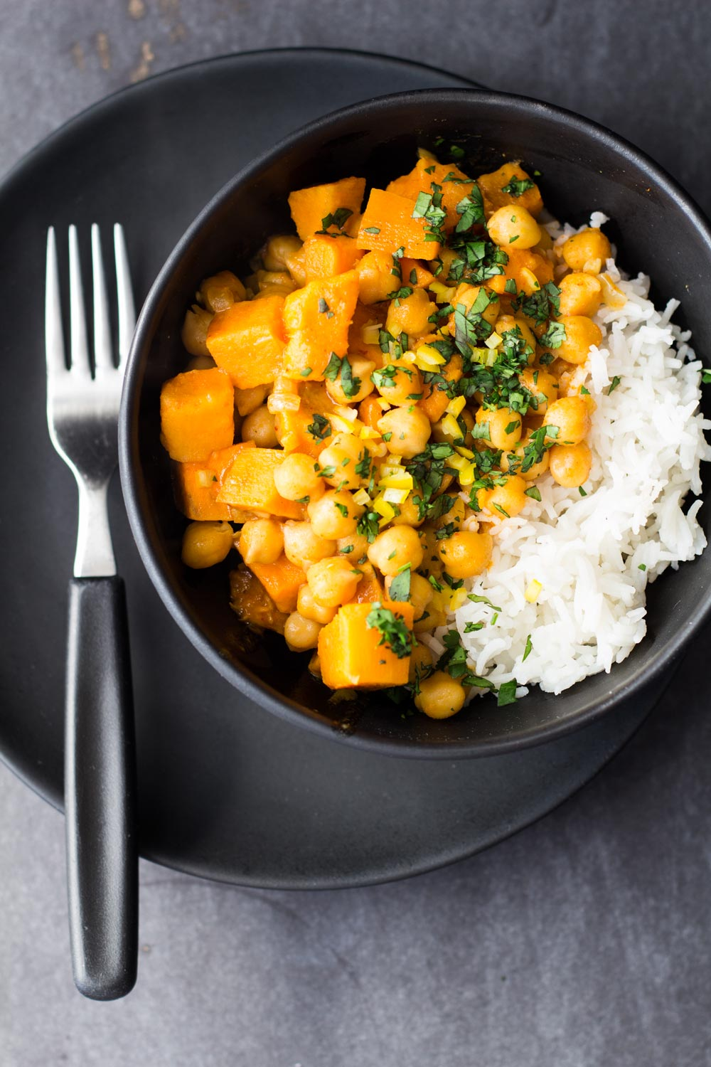 Vegan Sweet Potato and Chickpea Curry | poojascookery.com